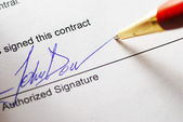 Signing a contract — Stock fotografie
