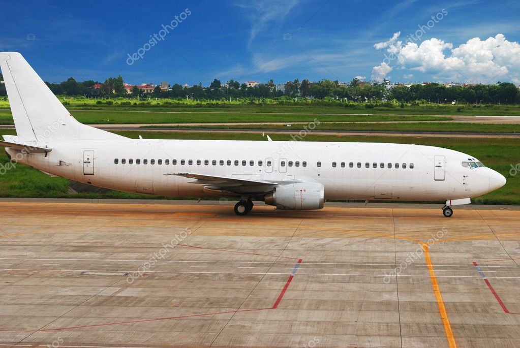 Airplane is taxing in airport getting ready to fly — Stock Photo #1215598