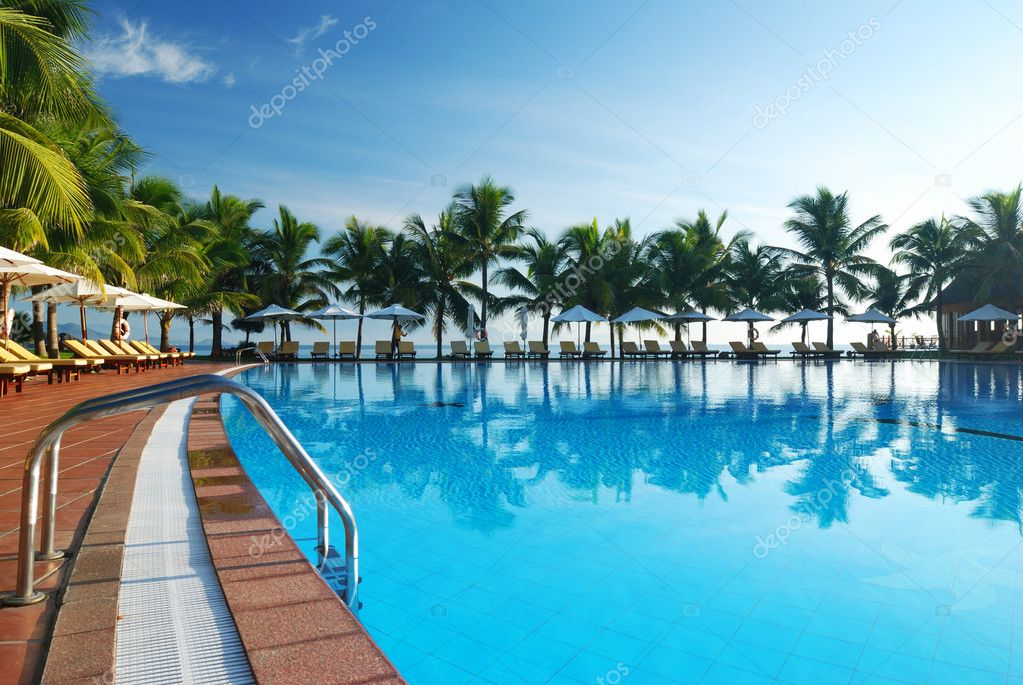 Tropical pool in luxury hotel — Stockfoto #1216176