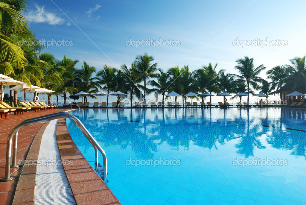 Tropical pool in luxury hotel — Stock Photo #1216176