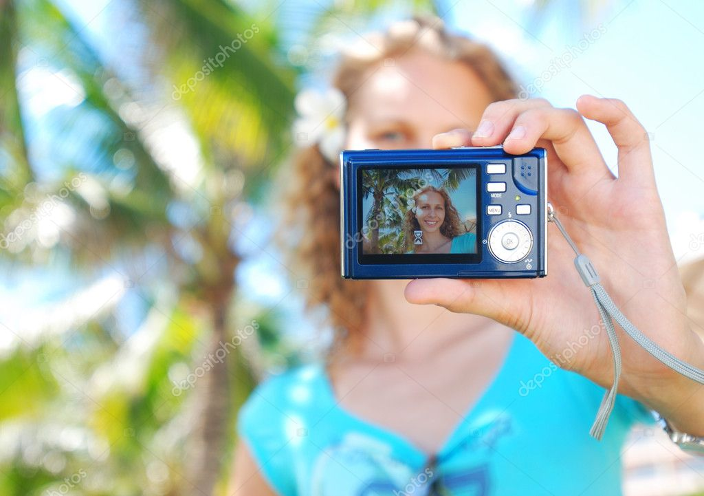 Shooting self portrait at tropical resort — Stock Photo #1216861