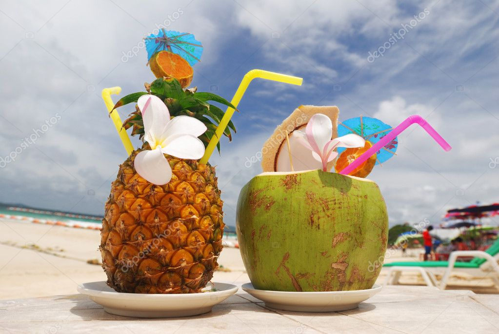 Tropical cocktails on the beach — Stock Photo #1248664