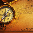 Antique brass compass over old USA map — Foto de Stock