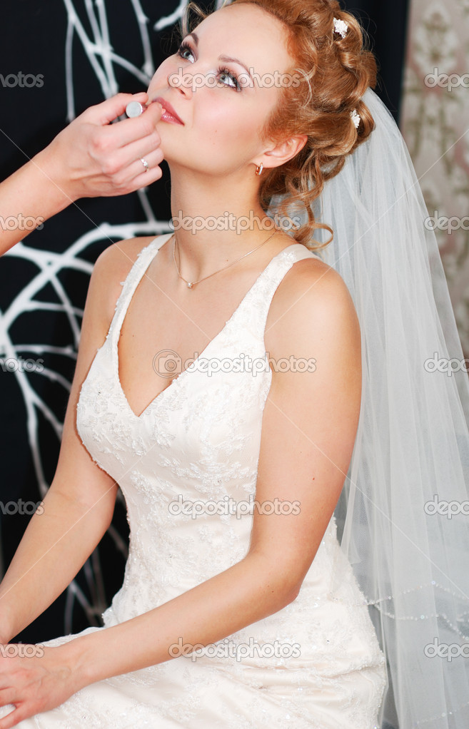 Bride having her makeup applied — Stock Photo #1540672