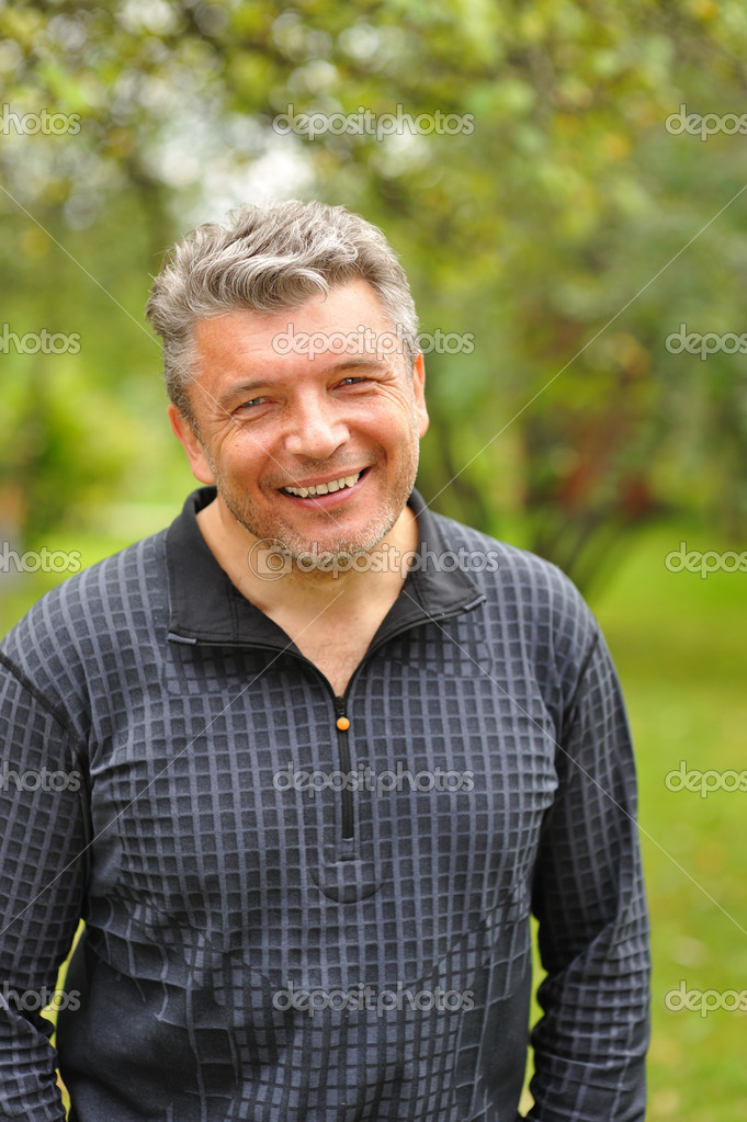 Happy mature man smiling outdoors — Stock Photo #1543991