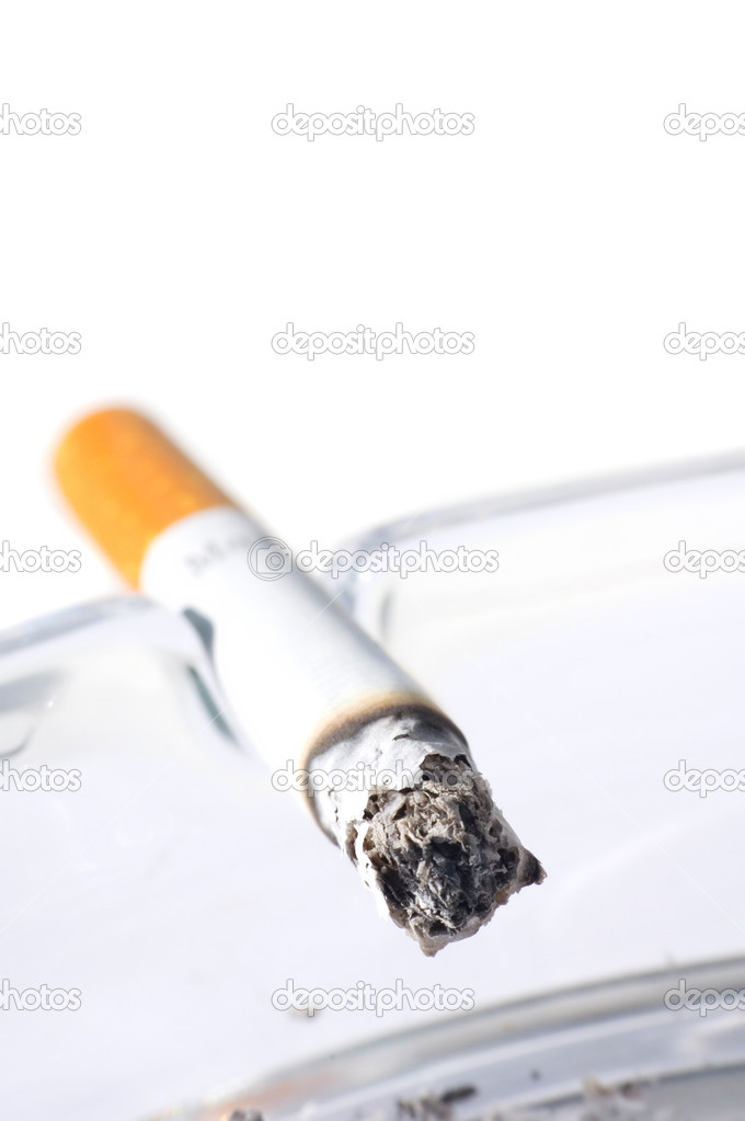 Cigarette in ash tray with shallow DOF — Stock Photo #1585408