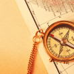 Antike Messing-Kompass über alte Karte — Stockfoto