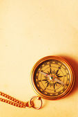 Antique brass compass over old backgroun — Foto Stock