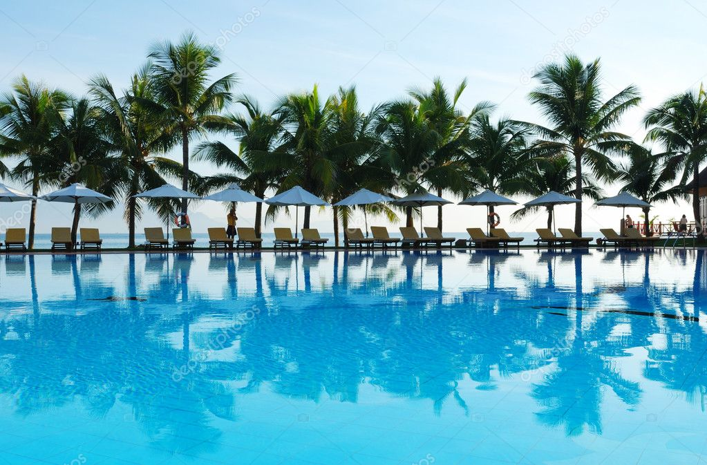 Tropical pool in luxury hotel — Stock Photo #1624193