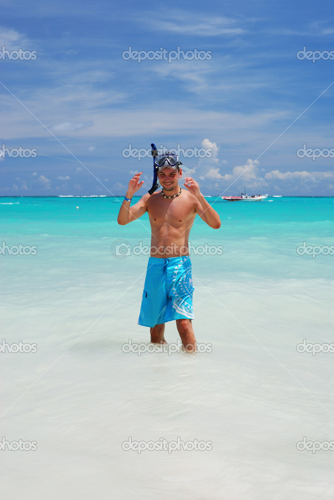 Snorkel man in caribbean sea — Stock Photo #1716705
