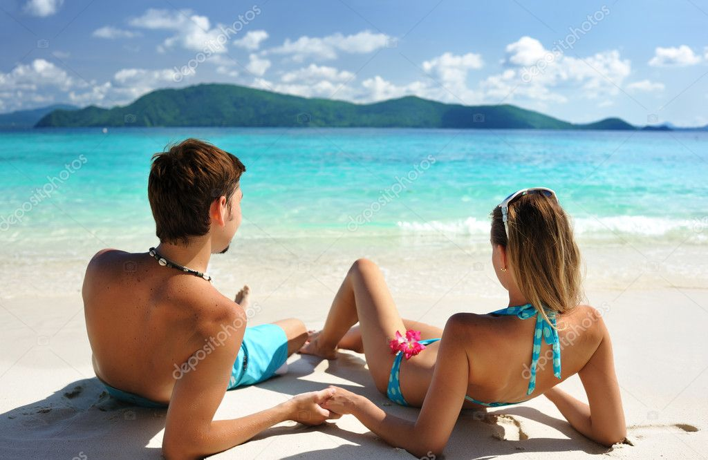 Couple on a tropical beach — Stock Photo #1815309
