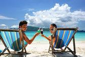 Koppel op een strand — Stockfoto