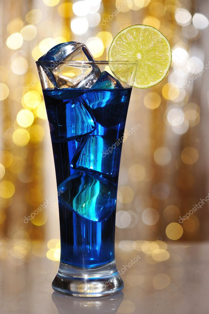 Blue curacao cocktail stock photo haveseen 2186582 for Cocktail curacao