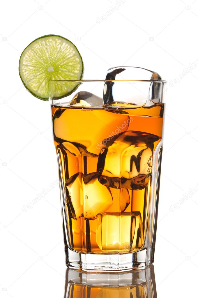 Iced tea with lime isolated on white — Stock Photo #2186725