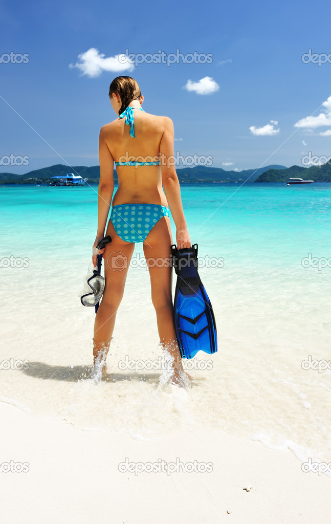 Snorkel woman at caribbean beach — Stock Photo #2422860