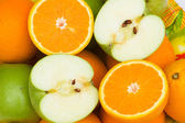 Close up of half cut oranges and apples — Stock Photo