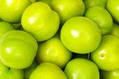Green apples arranged on the market stan — Stock Photo