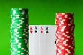 Żetony kasyna i cztery asy — Zdjęcie stockowe