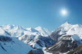 Höga berg under snö — Stockfoto