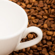 Cup and coffee beans isolated — Stock Photo