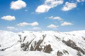 Montañas de invierno en un día brillante — Foto de Stock