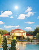 Big house with swimming pool — Stock Photo