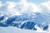 Montagna invernale in una giornata luminosa — Foto Stock