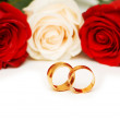 Rose and wedding rings isolated — Stock Photo #2603511