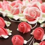 Close up of rose decoration on cake — Stock Photo