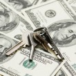House keys over the hundred dollars — Stock Photo