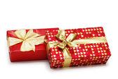 Dwa prezenty, pudełka na białym tle — Zdjęcie stockowe