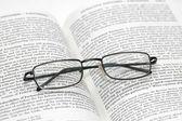 Gafas de lectura con marco ligero — Foto de Stock