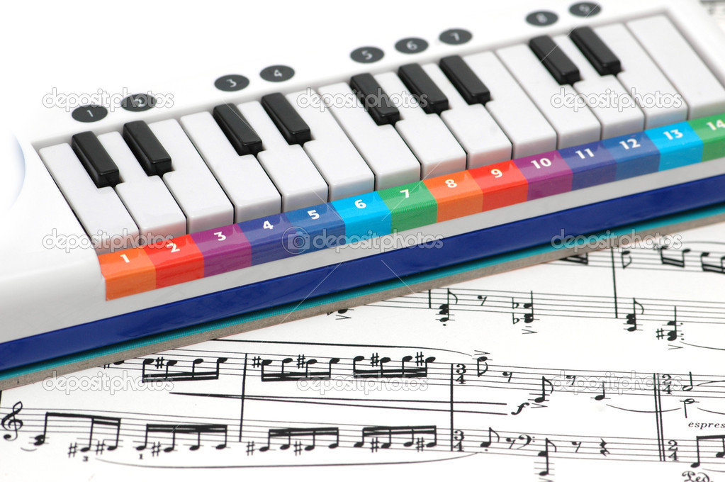 Notes and piano with  numbered colourful keys — Stock Photo #2654084