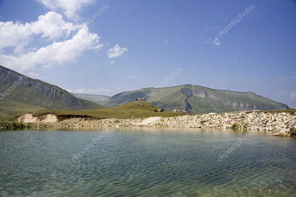 Scenery with lake,  mountains and blue sky — Photo #2659817