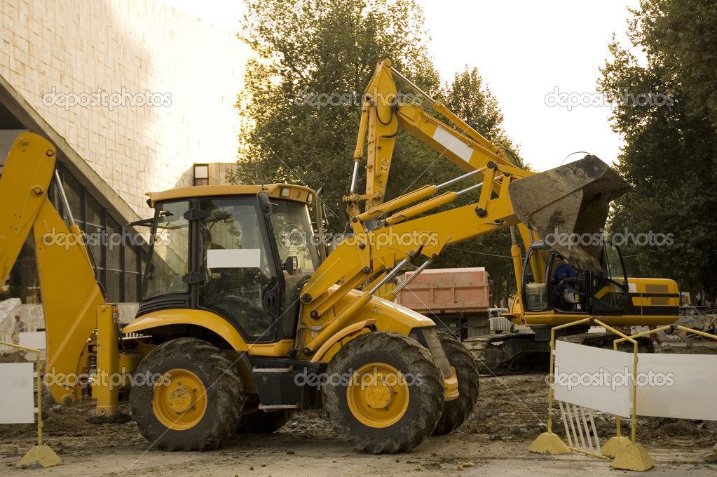 Construction vehicles on the site digging a trench — Stock Photo #2660301