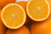 Half cut oranges on the market stand — Stock Photo