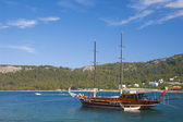 Sea sailing yachts in a picturesque bay — Stock Photo