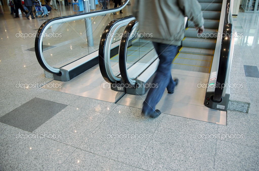 Person enters on the escalator at the airport — Stock Photo #1256001