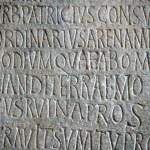 texte sur une pierre — Photo