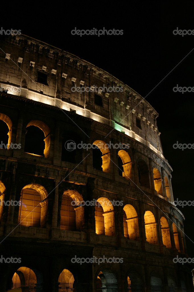 Nightly illumination of Coliseum is in Rome — Stock Photo #1290201