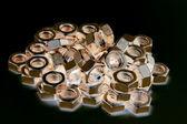Gouden negatieve schroef-noten — Stockfoto