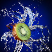 Kiwi in water splash — Stock Photo