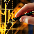 Hand and pen pointer, chart - Stockfoto