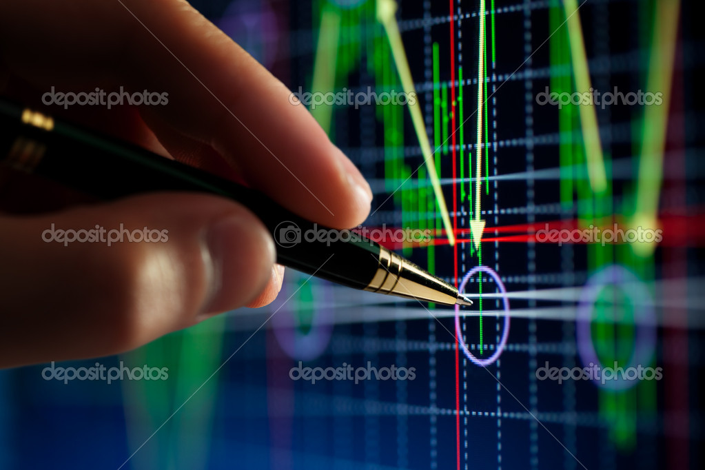 Hand and pen pointer, chart — Stock Photo #1333797