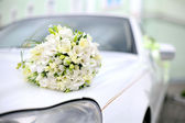 Wedding bouquet lies on the car — Stock Photo