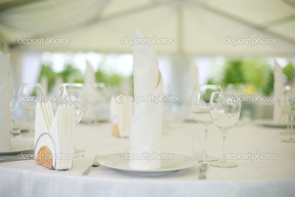 Elegant tables  set up for a wedding banquet — Stock Photo #1222312