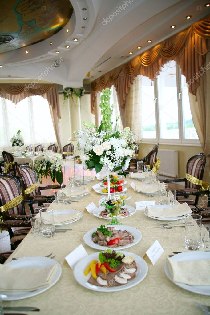 Elegant tables and chairs set up for a wedding banquet — 图库照片 #1223711