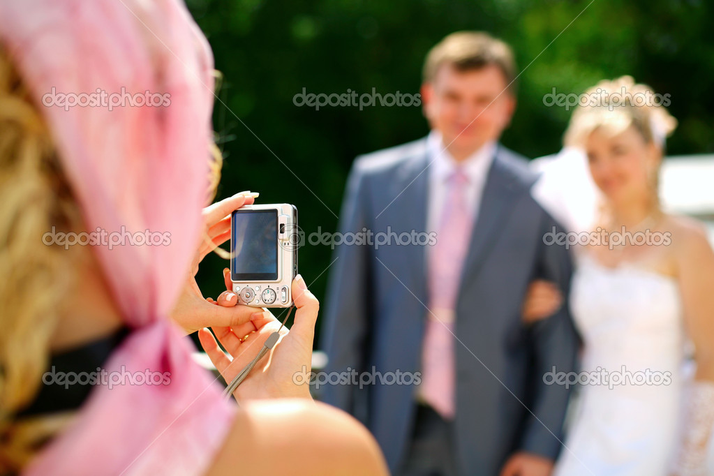 Walk married to a beautiful summer day. Photograph newlyweds  — Stock Photo #1289068