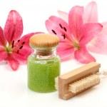Shampoo and flowers — Stock Photo #1220336
