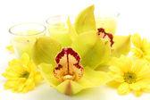 Orchideen und kerzen — Stockfoto
